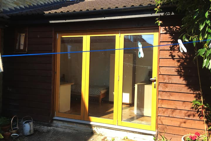 Self contained garden annexe near Cambridge
