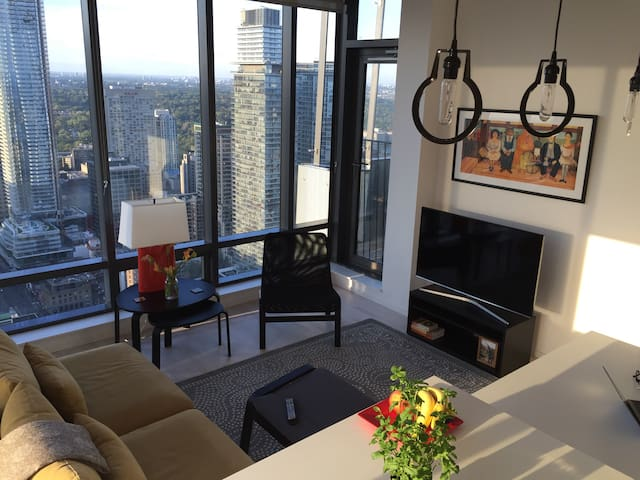 Bright new downtown condo with a great city view - Toronto - Lyxvåning