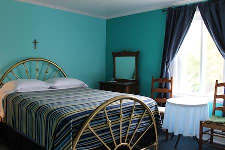 Chez Jacques et Chantale - Chambre bleue - Saint-Roch-de-Richelieu - Bed & Breakfast