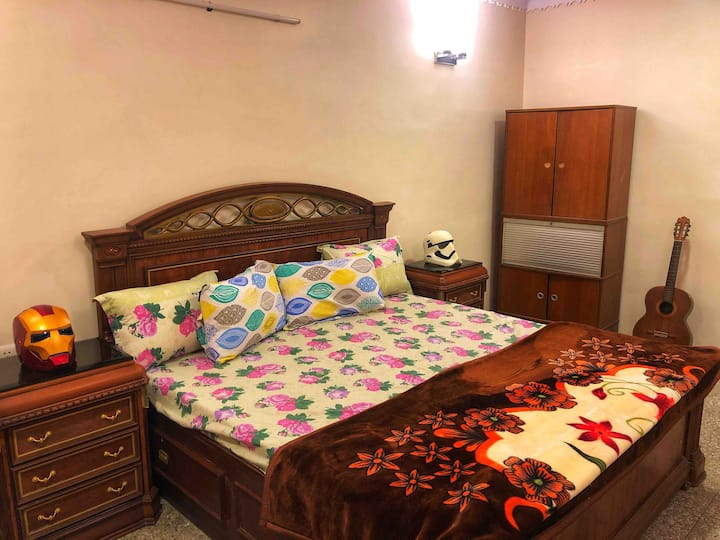 Comfortable HomeStay with GYM and Breakfast
