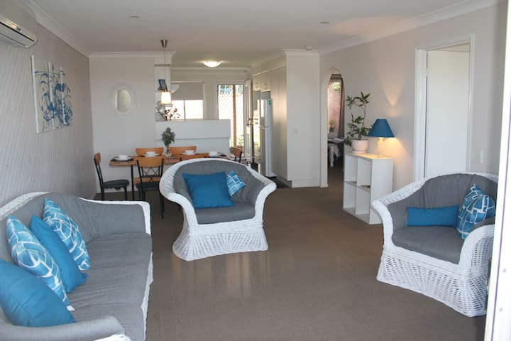 Sea Breeze Apartment Caloundra. Sunshine Coast Qld