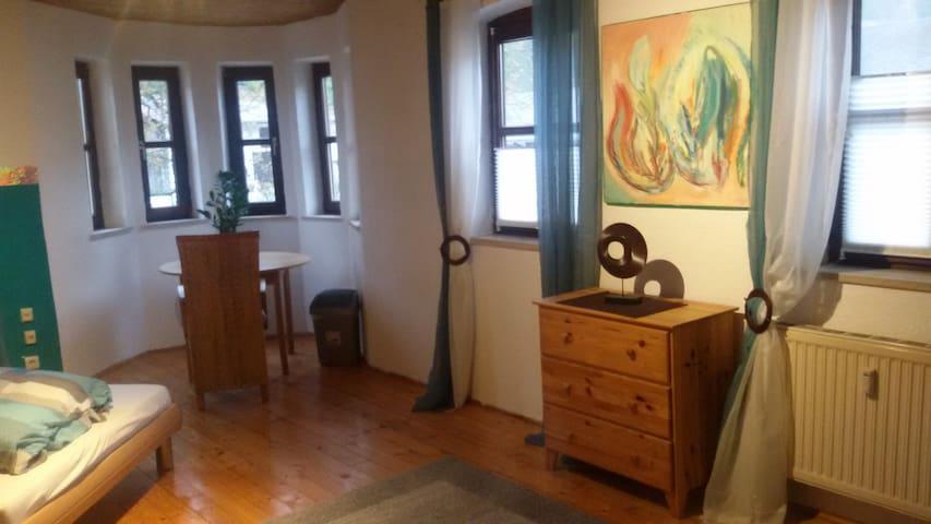 Geräumiges Zimmer in Bauernhaus - Wolnzach - Hus