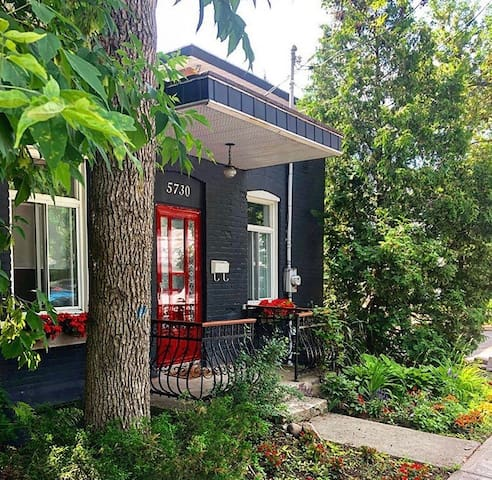 Charming oasis in the heart of Montreal