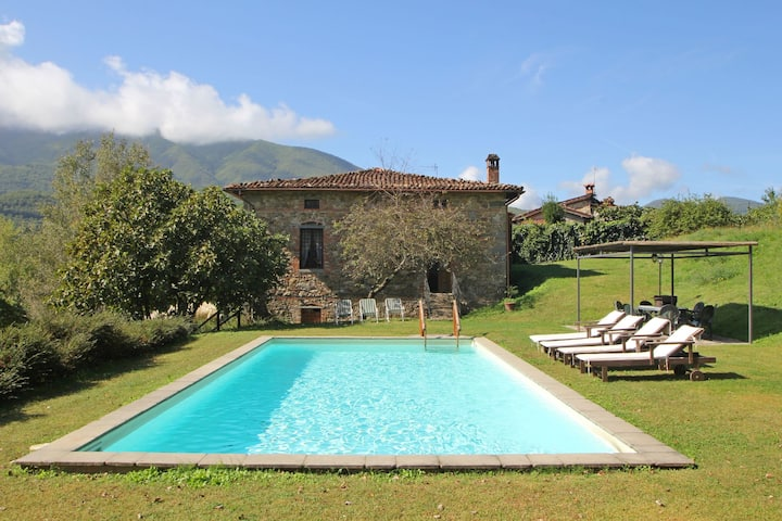 Tuscan Style villa with Private Pool for 12 People