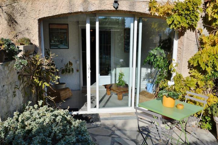 """studio """"les mésanges"""" 3 étoiles - Les Pennes-Mirabeau - Villa"""