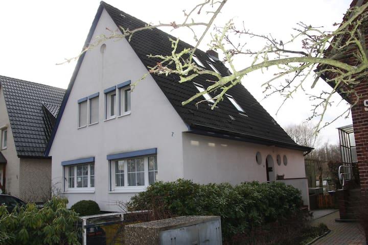 Zentral gelegen gemütl. hell. Studio mit Frühstück - Hamburgo - Casa