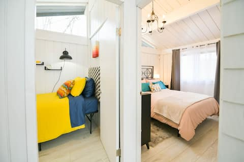 Eclectic Lake Cottage☀ Perfect for Couples Getaway