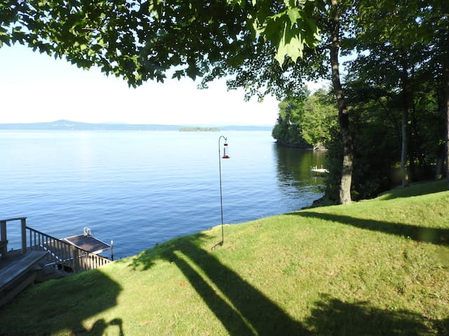 Lakefront guest house with views!