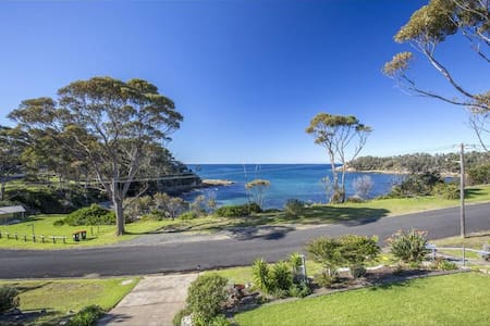 Serenity - beach front house - Malua Bay