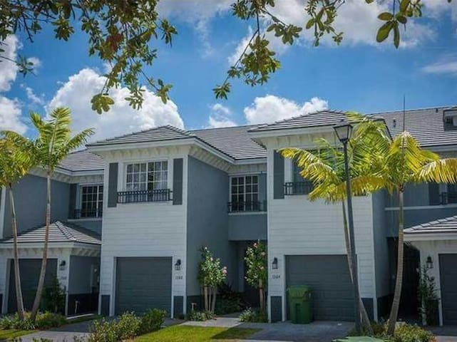 Modern home in gated community! - Lauderhill - Casa
