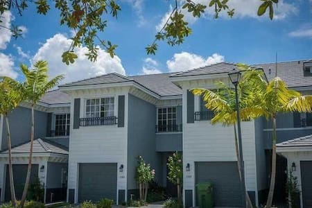 Modern home in gated community! - Lauderhill - 一軒家