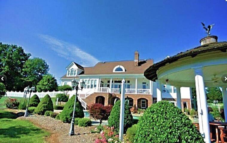 "Lakefront Virginian Mansion ""North Room Suite"""