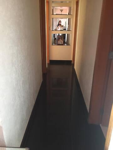 Hall acesso Quartos e WC.