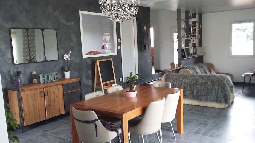 Villa neuve et moderne de 2015