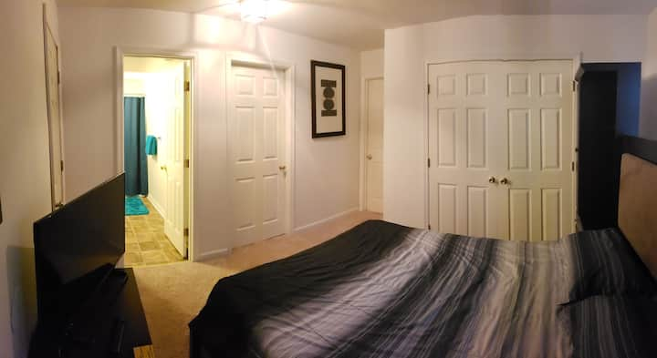 Cozy room w/private entrance, bath, free laundry.