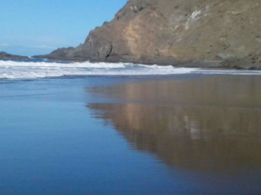 Playa del Remo, se accede por un sendero que pasa por la casa.