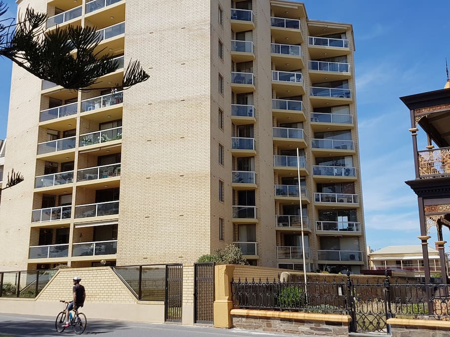 Direct private doorstep access to the famous Glenelg beach..