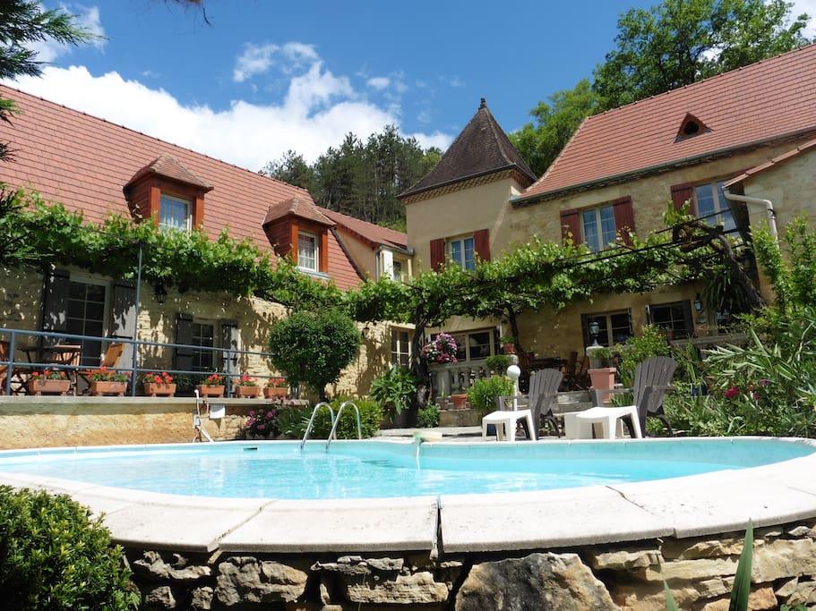 Notre maison d'hôtes dans le Périgord- La Belle Demeure - Our Guest House in the Dordogne