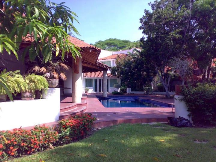 Hermosa y amplia casa en Ixtapa, cerca d la playa
