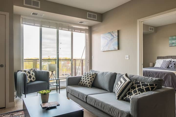 Fashionable 1 BR Apt near the Mississippi River