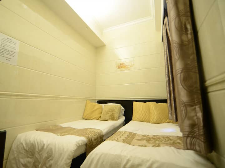 Comfy Twin bed room- 2 Min to MTR