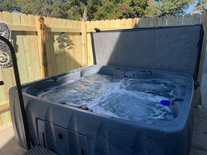 A Beach Retreat Down-New Hot Tub!