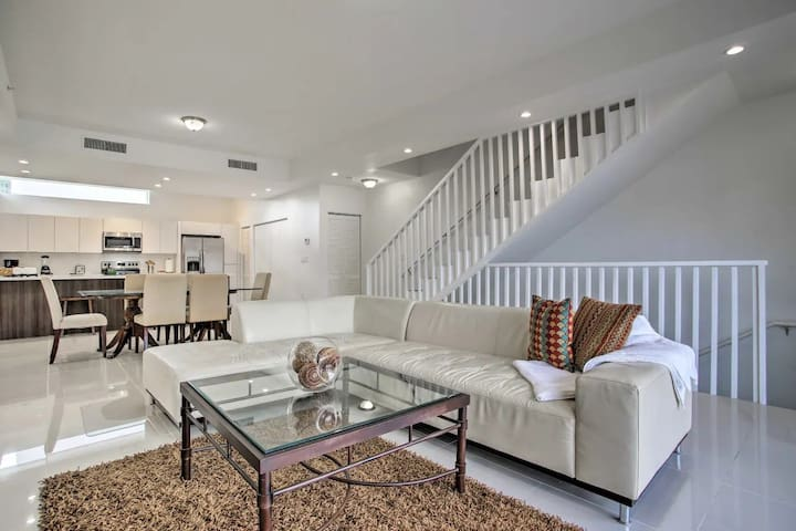 (6) Gorgeous New Townhome- Completely Sanitized!