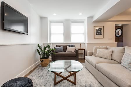 Bright, new 2BR in the heart of East Lakeview