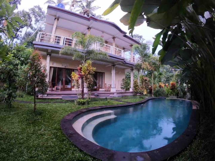 Junjungan guest house pool view 1 with Fan
