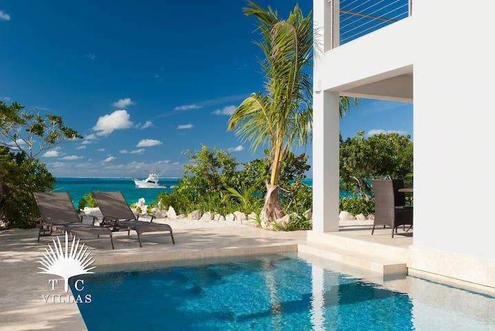 TC Villas // Water Edge Villa -Perfect Honeymoon