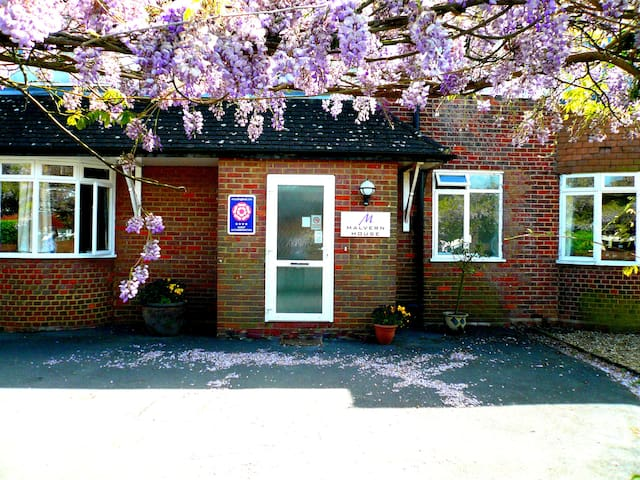 Malvern Guest House - High Wycombe - Bed & Breakfast