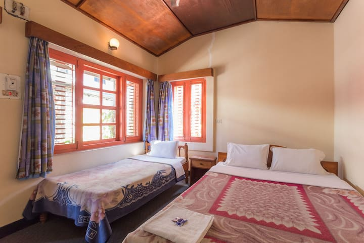 HOTEL 7 CONTINENTS (COTTAGE 1) - Pokhara - Bed & Breakfast