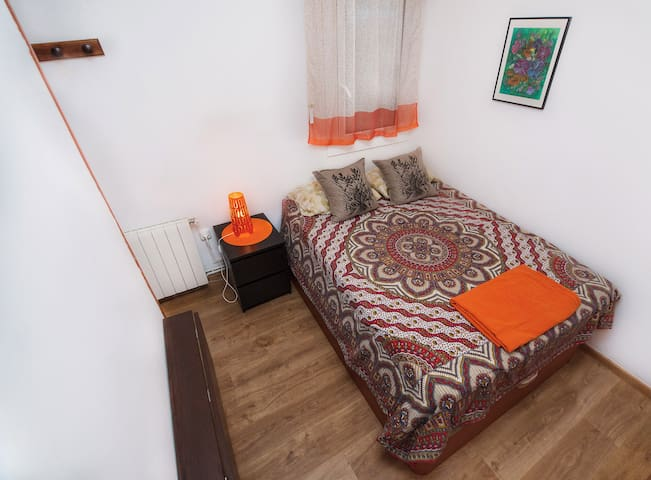 Double bed (viscoelastic memory foam mattress)
