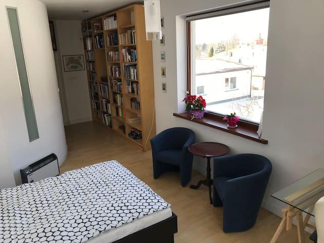 Nice studio with balcony on a quiet & green street