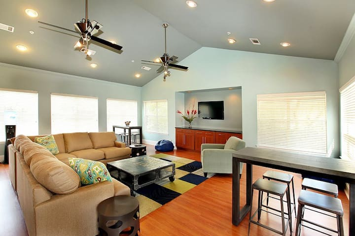 Everything you need | 2BR in Kennesaw