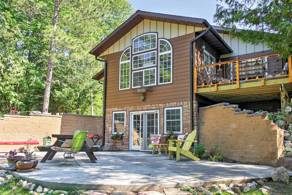 The home offers sleeping accommodations for 4 and a spacious outdoor area.