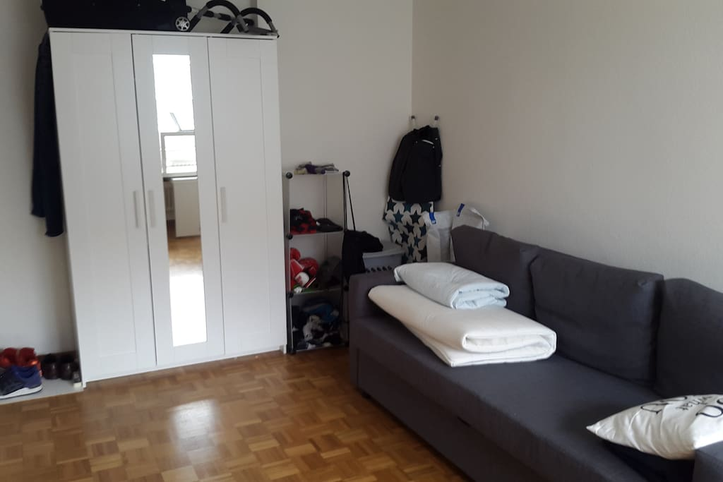 Bright and spacious room in lausanne suburb appartements for Chambre a louer renens