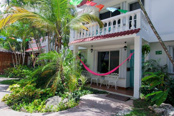 Lovely 3 Bedroom & 2 Floors Villa DT Cozumel. V2