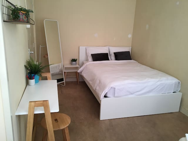 Comfy room 15 min to city center in shared apt #2