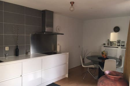 A spacious apartment close to the city - Utrecht - Társasház