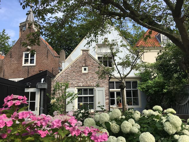 Historic riverhouse;  20 minutes from Amsterdam