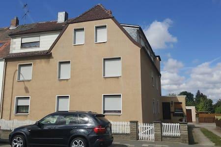 Schoene, große 4-Zimmer-Wohnung - Helmstedt - Wohnung