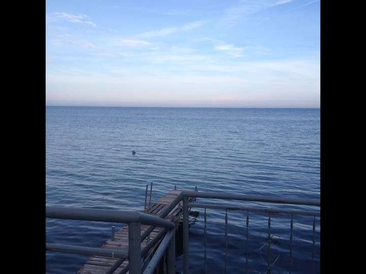 3 Bedroom Lakefront Cottage Hot tub may to oct.