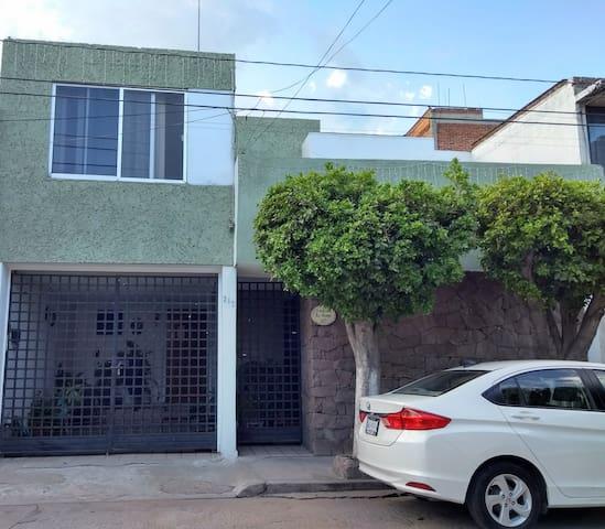 Habitación León-Poliforum