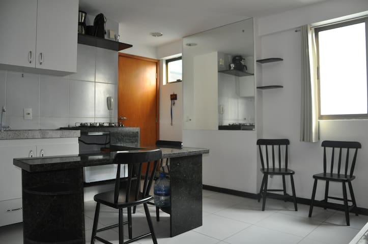 Móveis cozinha e aparelhagem completa, fogão micro ondas, cafeteira, liquidificador, pratos talheres...