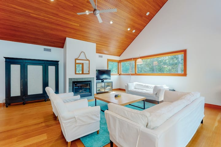 Polished architectural gem w/ private pool, covered patio & vaulted ceilings