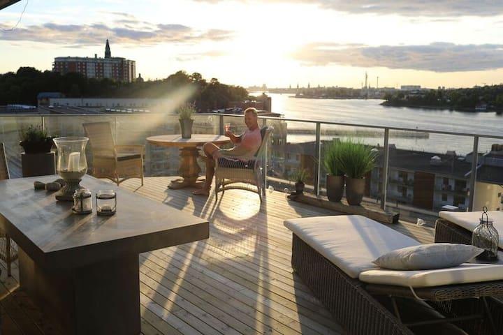Luxury top floor apartment with grand terrace