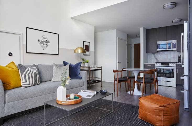 Domio | Navy Pier | Vibrant 2 BR + Fitness Center and Skydeck