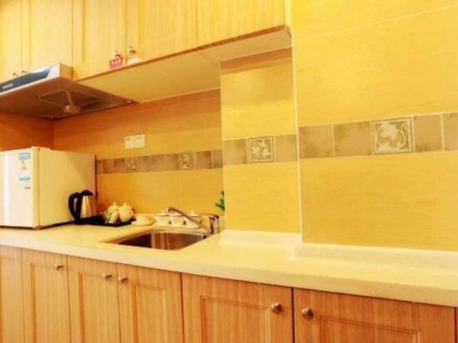 厨房可以煮饭,需要自带餐具