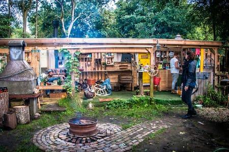 Boscamper alleen voor huizenruil - Beuningen - รถบ้าน/รถ RV